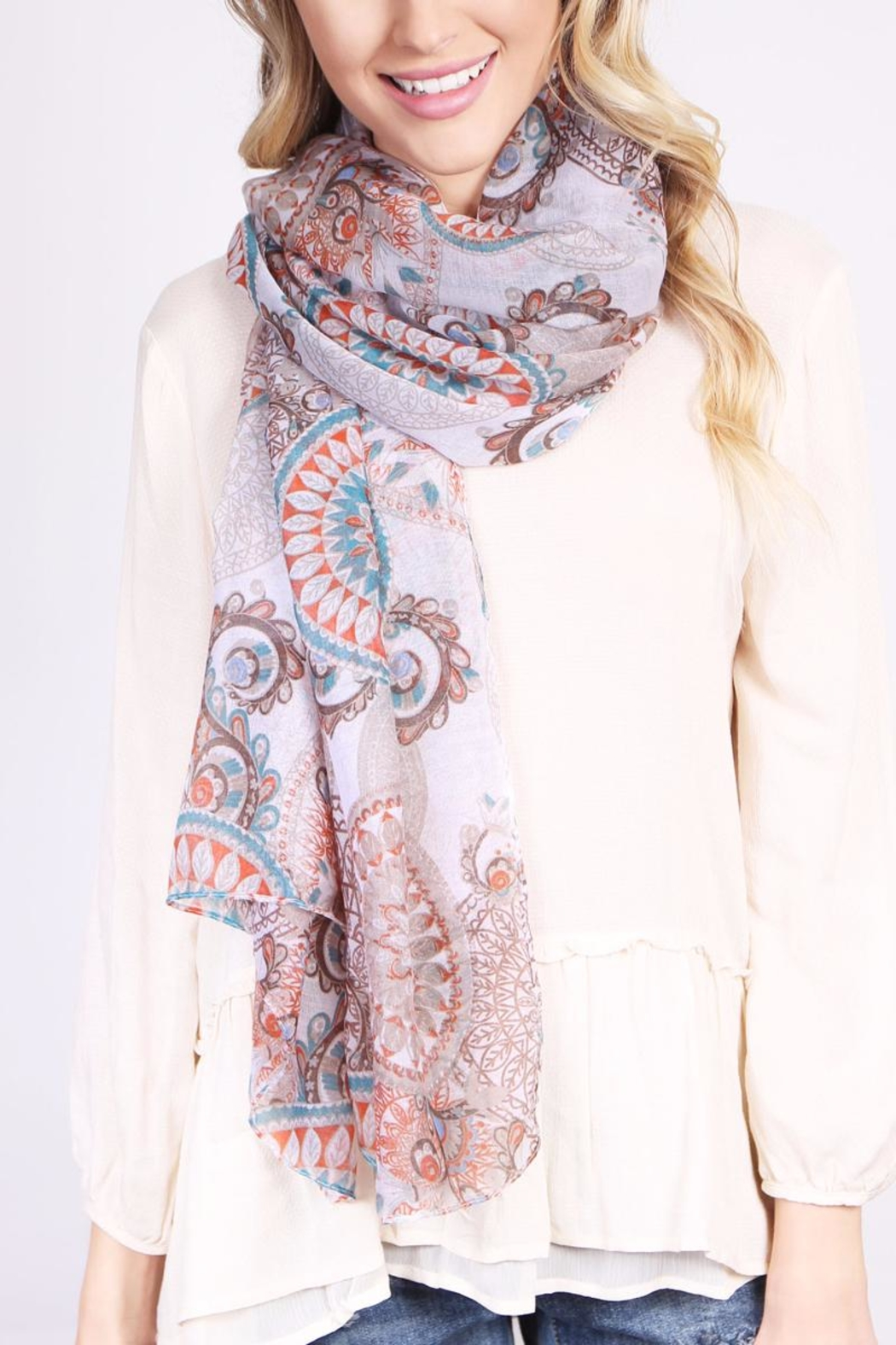 Riah Fashion Oblong Printed Scarf - Side Cropped Image