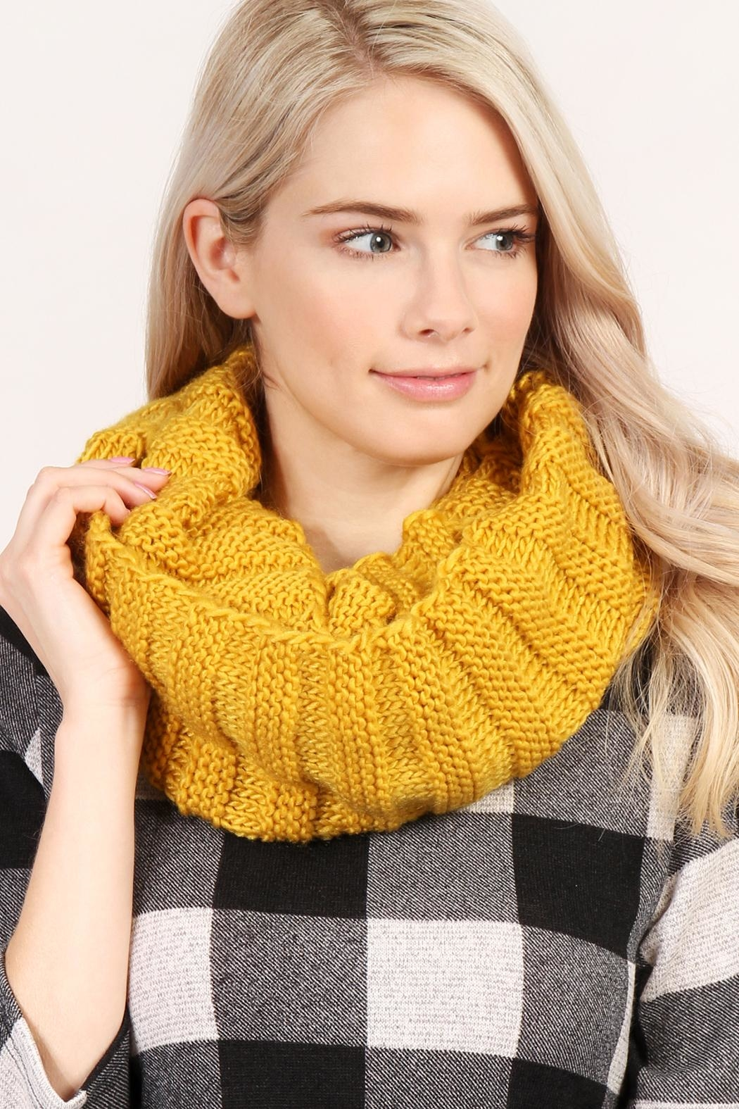 Riah Fashion Infinity Knit Scarf - Side Cropped Image
