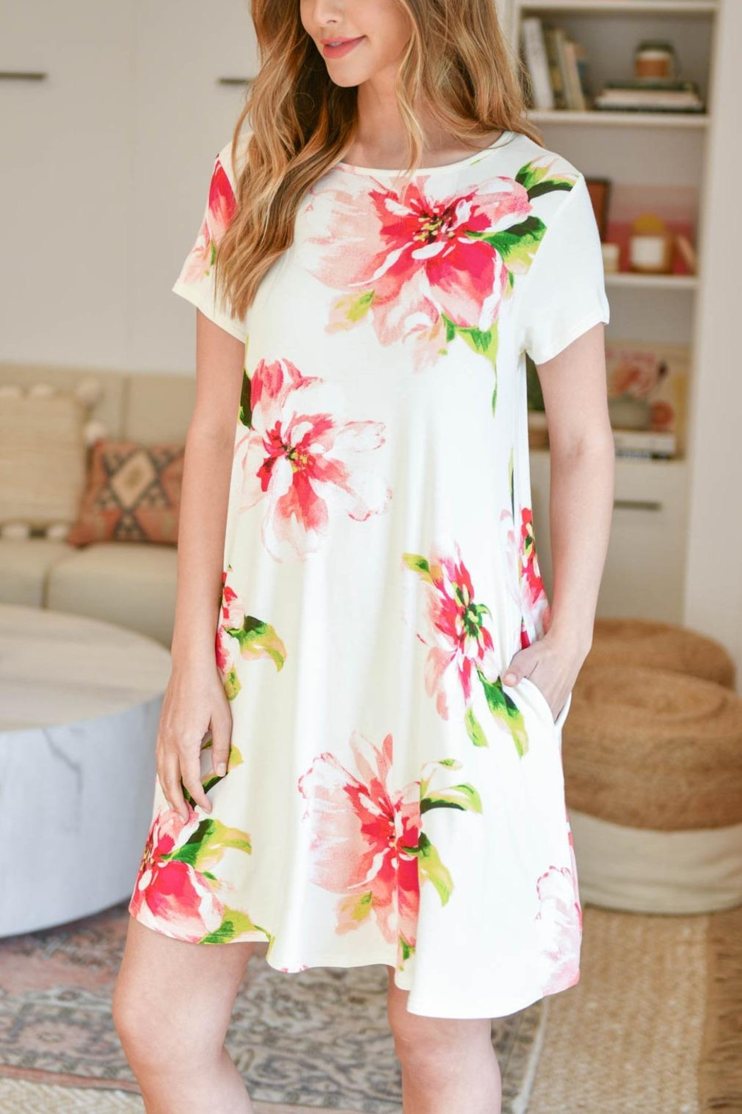 Riah Fashion Painterly-Floral-Print-Round-Neck-Dress - Back Cropped Image