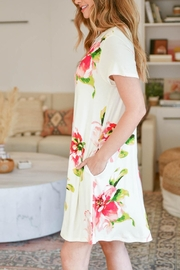 Riah Fashion Painterly-Floral-Print-Round-Neck-Dress - Other
