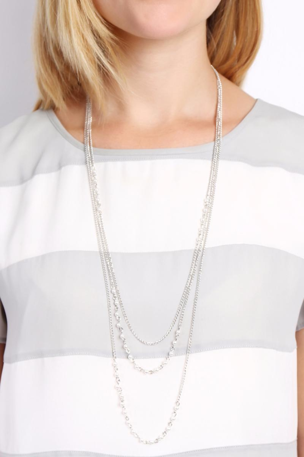 Riah Fashion Pearl Layering Necklace - Side Cropped Image
