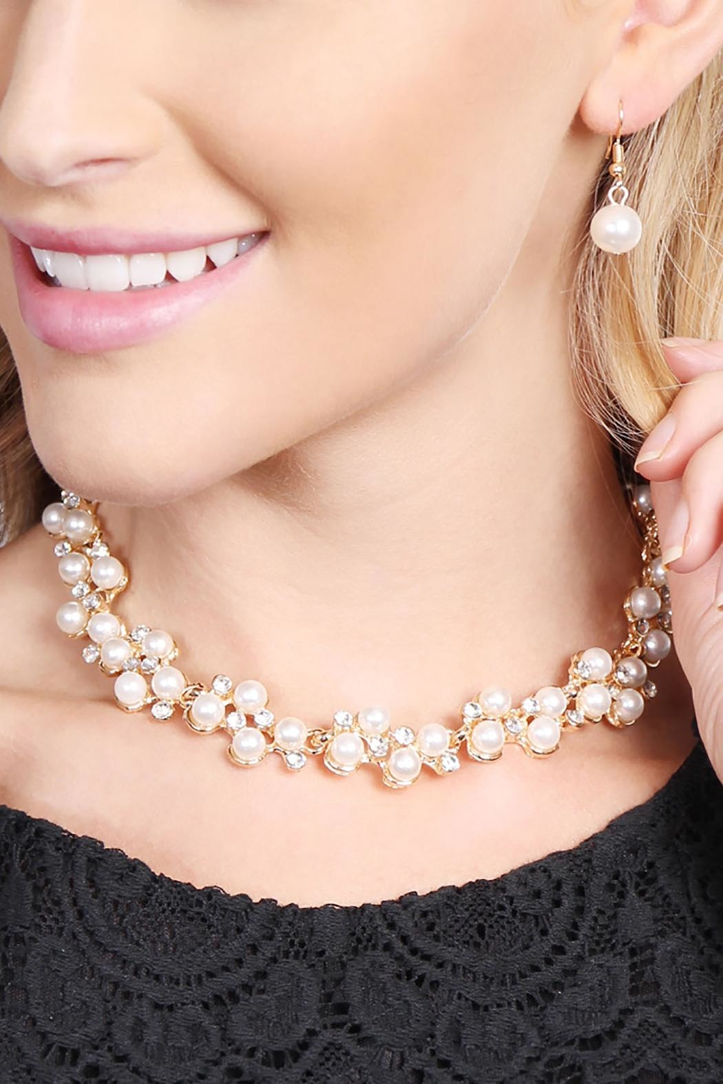 Riah Fashion Pearl Necklace Earrings Set - Side Cropped Image