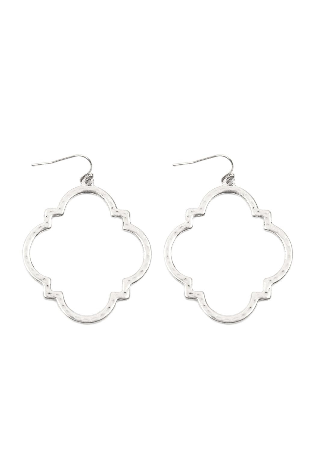 Riah Fashion Quatrefoil Hammered Metal Earrings - Front Cropped Image