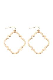 Riah Fashion Quatrefoil Hammered Metal Earrings - Front cropped