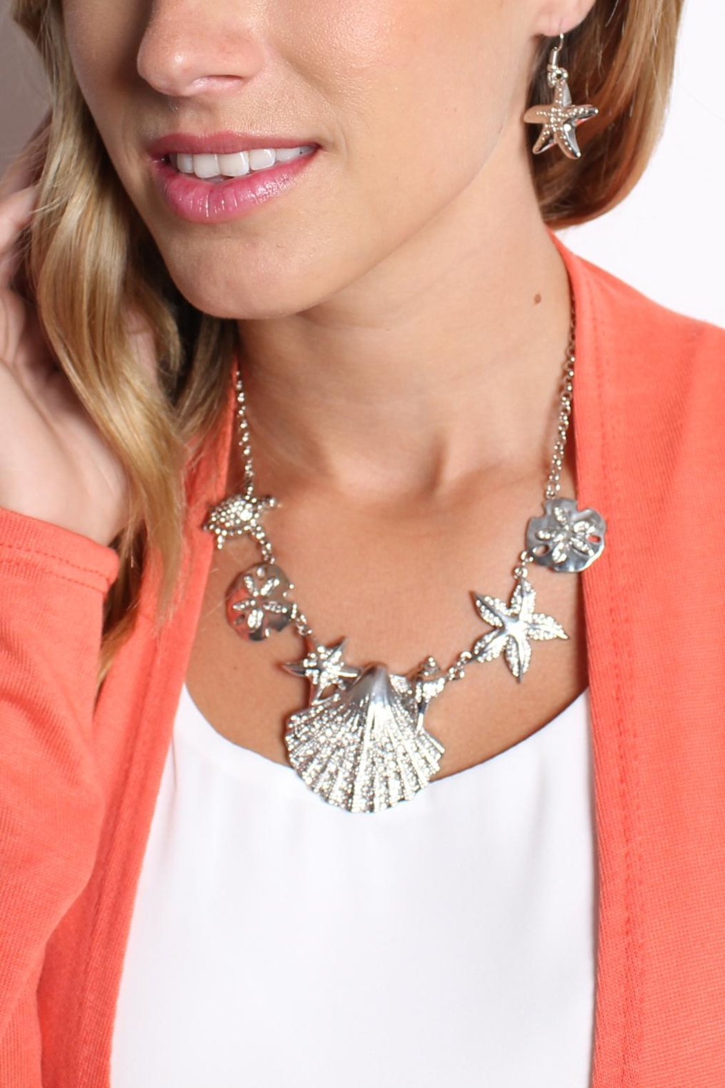 Riah Fashion Shell Statement Necklace Set - Back Cropped Image
