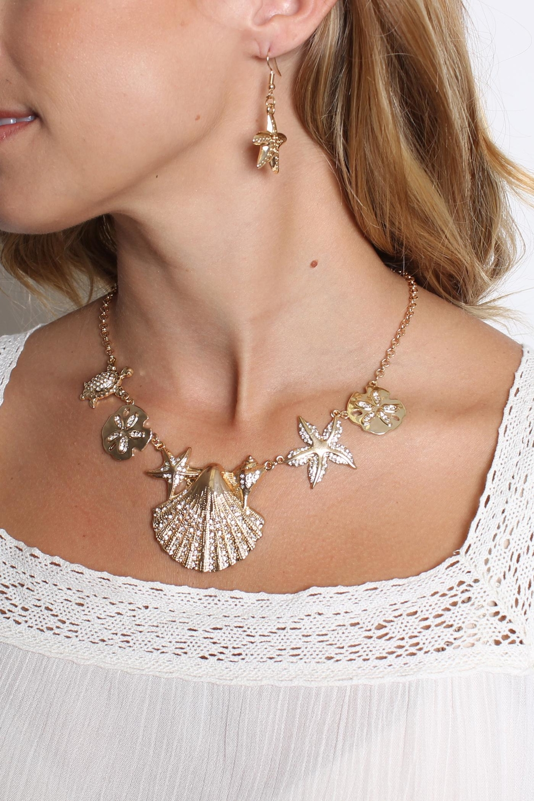 Riah Fashion Shell Statement Necklace Set - Side Cropped Image