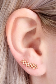 Riah Fashion Tapered-Cross Crawler Earring - Side cropped