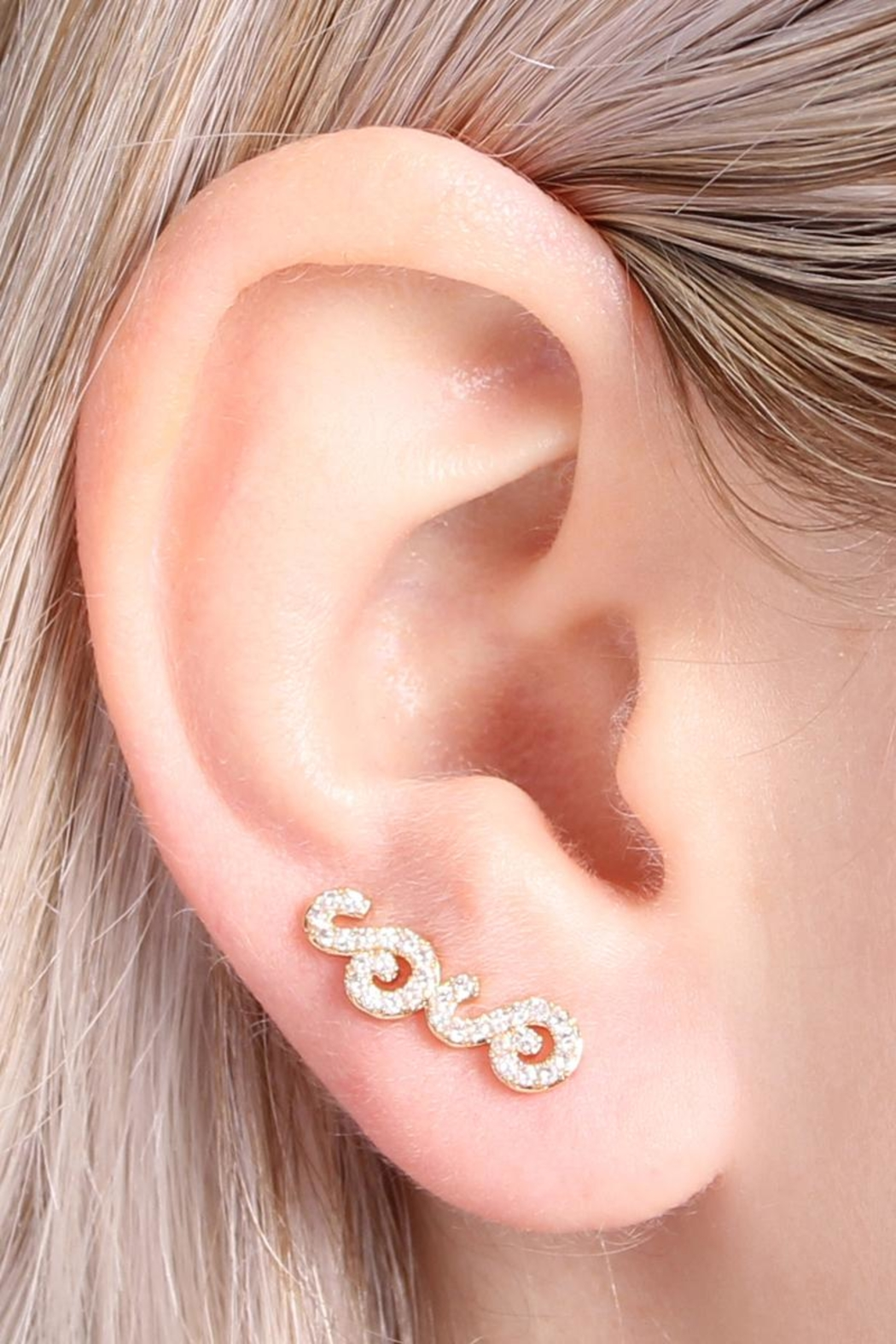 Riah Fashion Tapered-Swirls Crawler Earring - Side Cropped Image