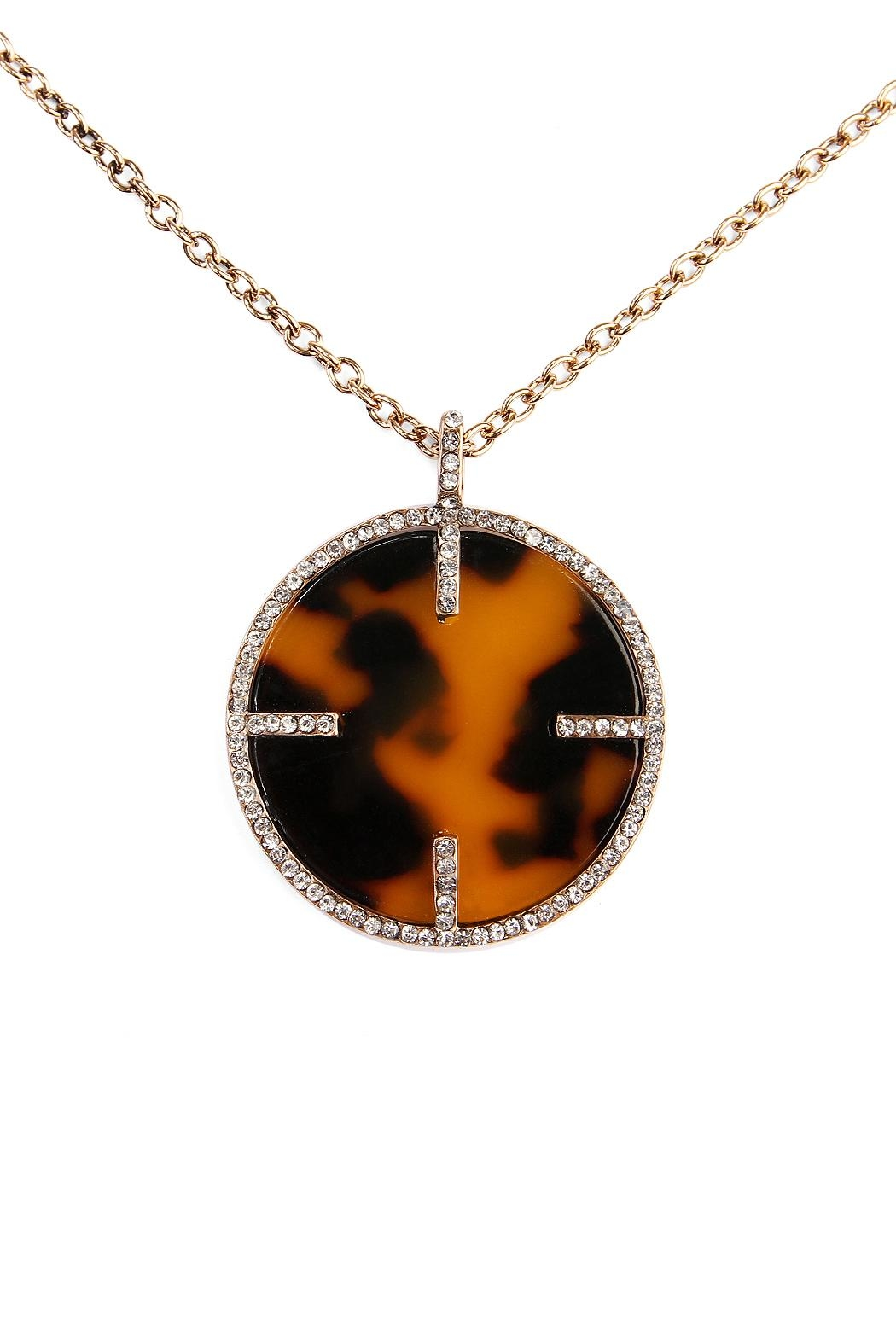 Riah Fashion Tortoise Round Necklace - Side Cropped Image