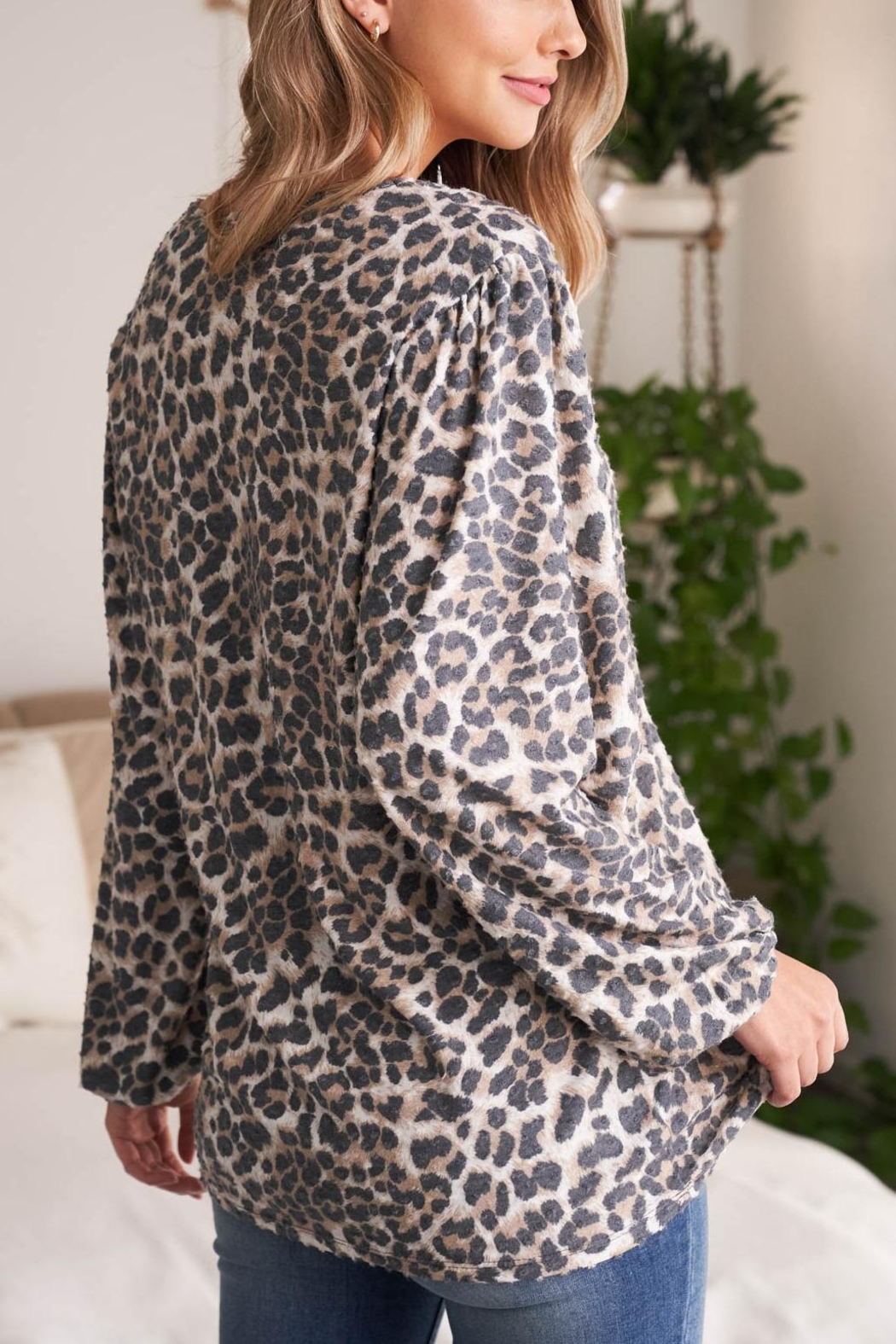 Riah Fashion V-Neck-Puff-Sleeve-Leopard-Top - Side Cropped Image