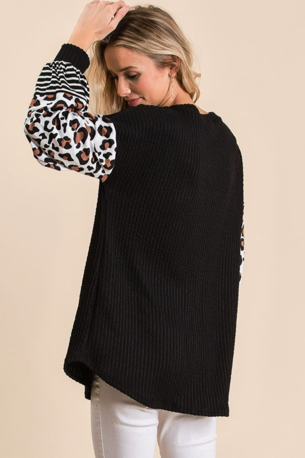Bibi Ribbed V Neck Sweater with Leopard Print Puff Sleeves - Side Cropped Image