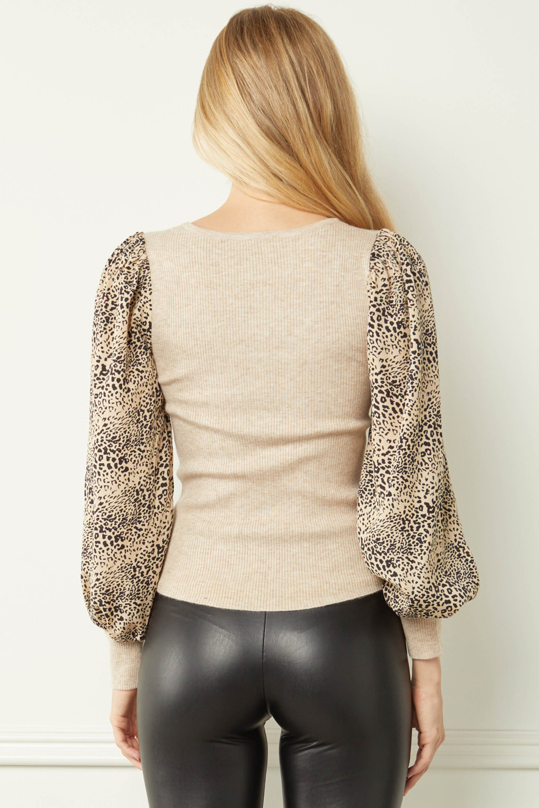 entro  Ribbed V-neck Top with Leopard Print Sleeves - Side Cropped Image