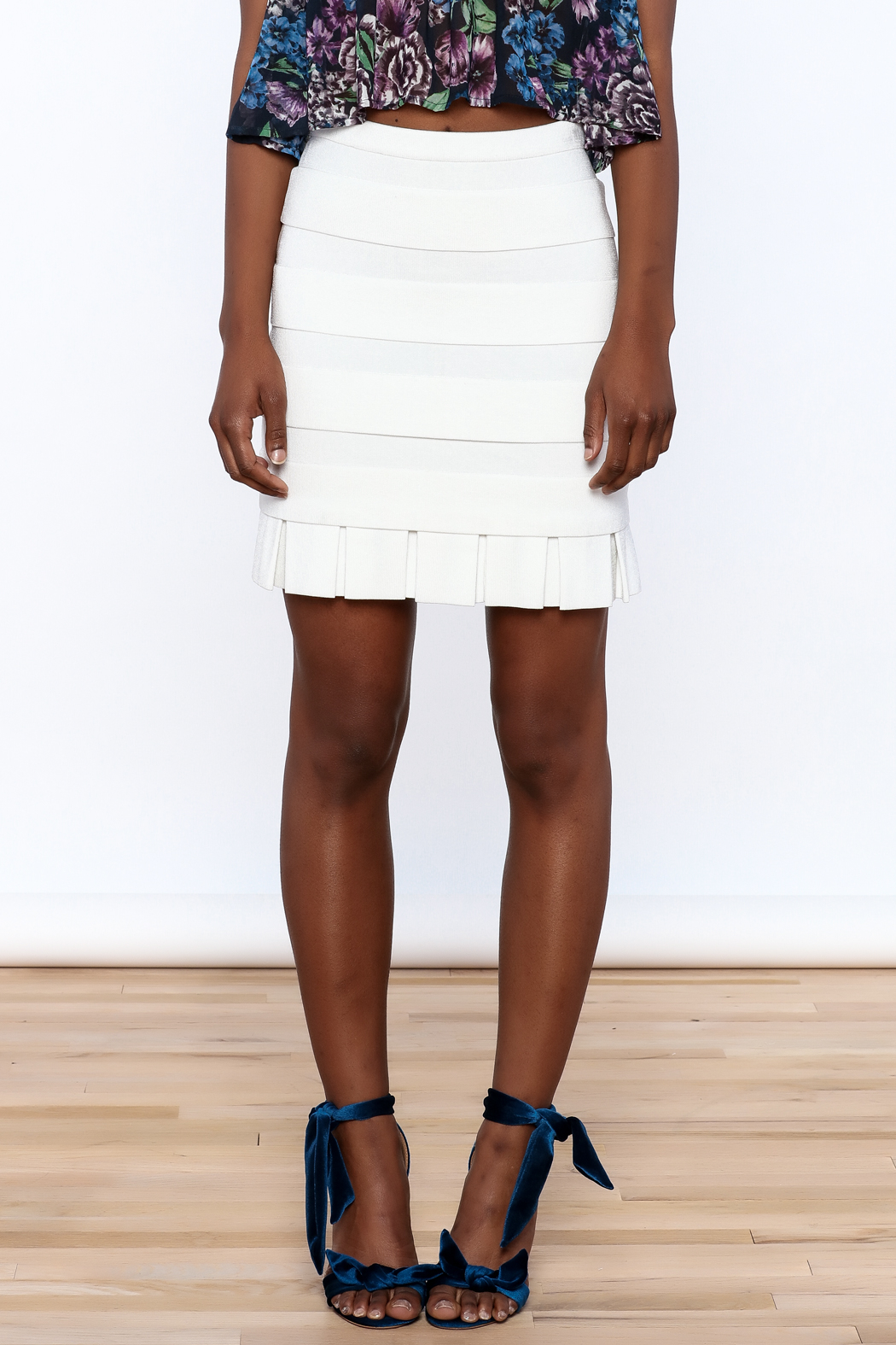 Rolando Santana White Fitted Skirt - Side Cropped Image