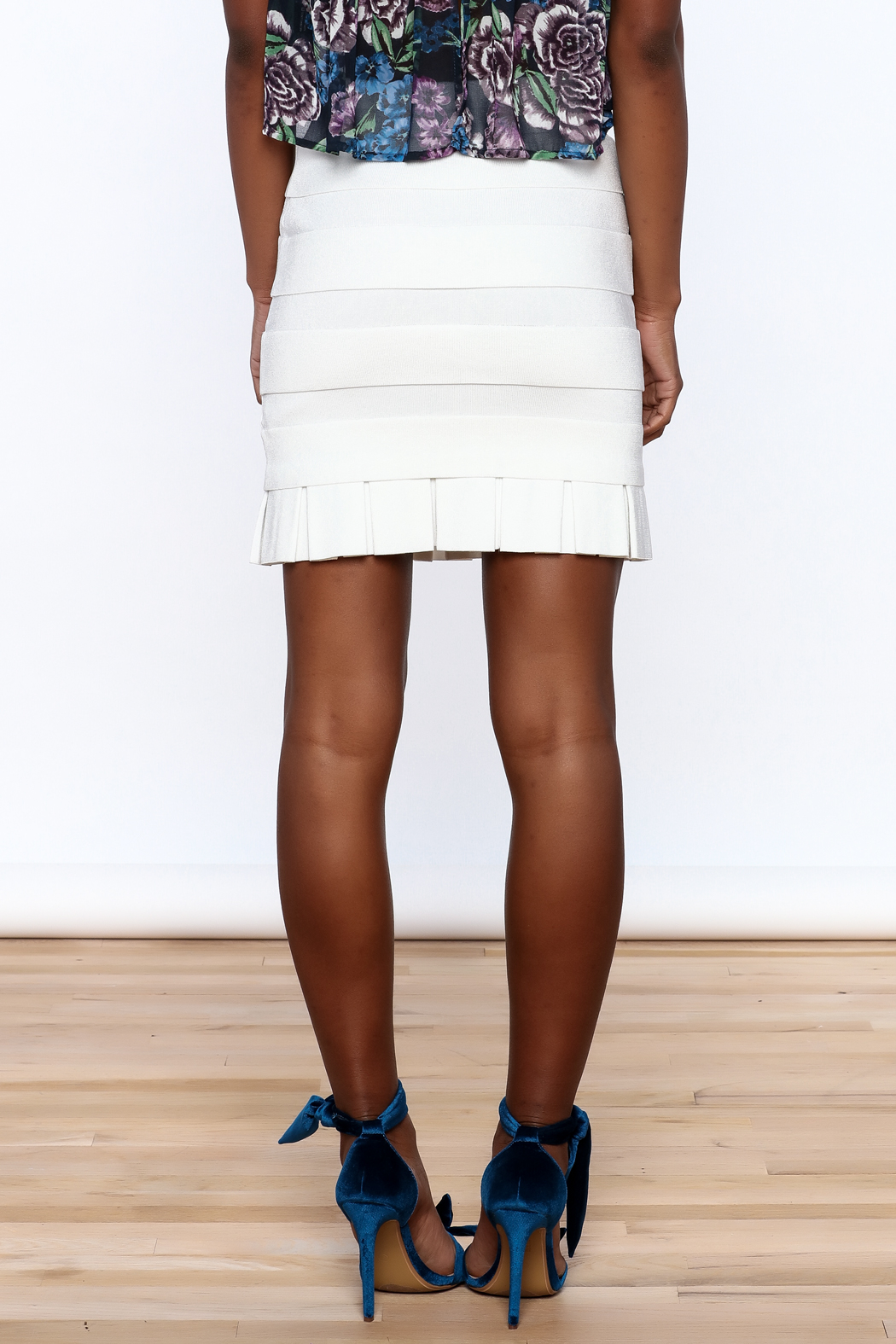 Rolando Santana White Fitted Skirt - Back Cropped Image
