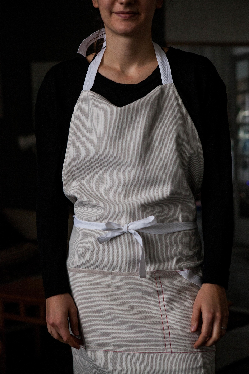 Roost Cotton Pin-Stripe Apron - Side Cropped Image