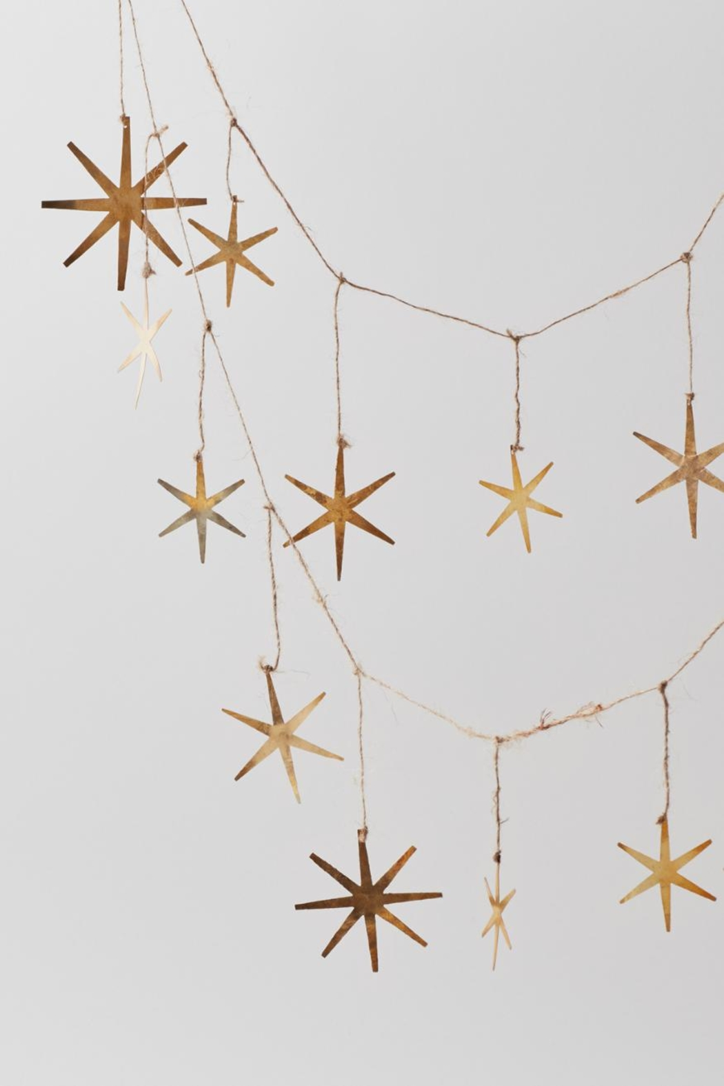 Roost Starburst Christmas Garland - Main Image