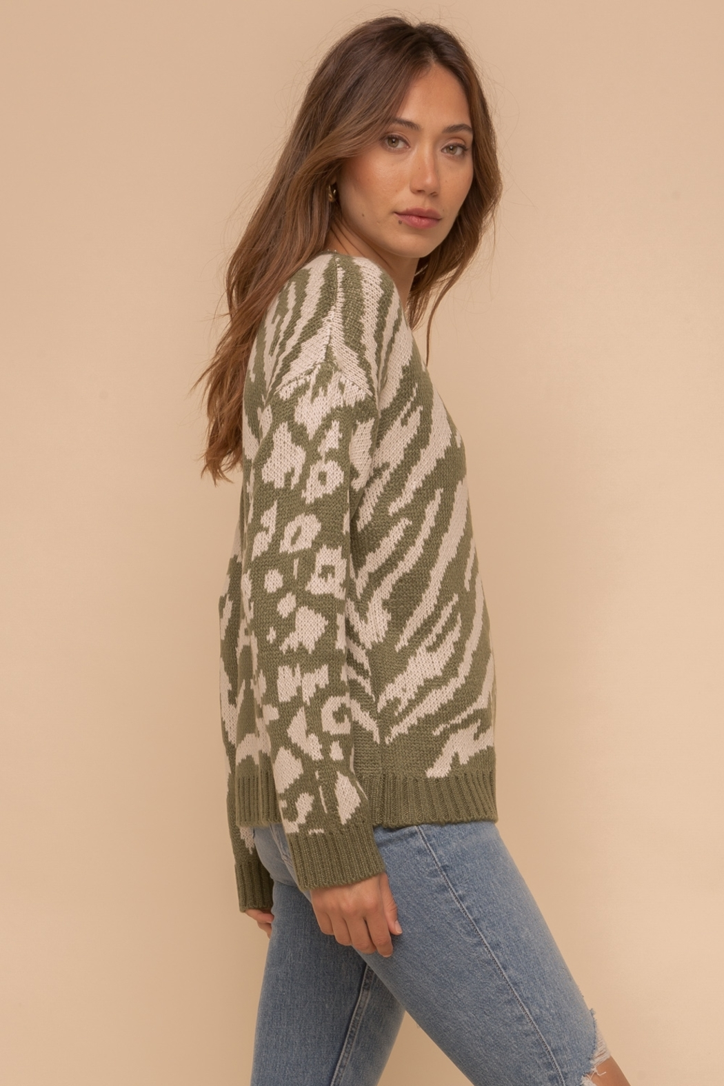 Hem and Thread Round Neck Animal Print Mix Sweater - Side Cropped Image