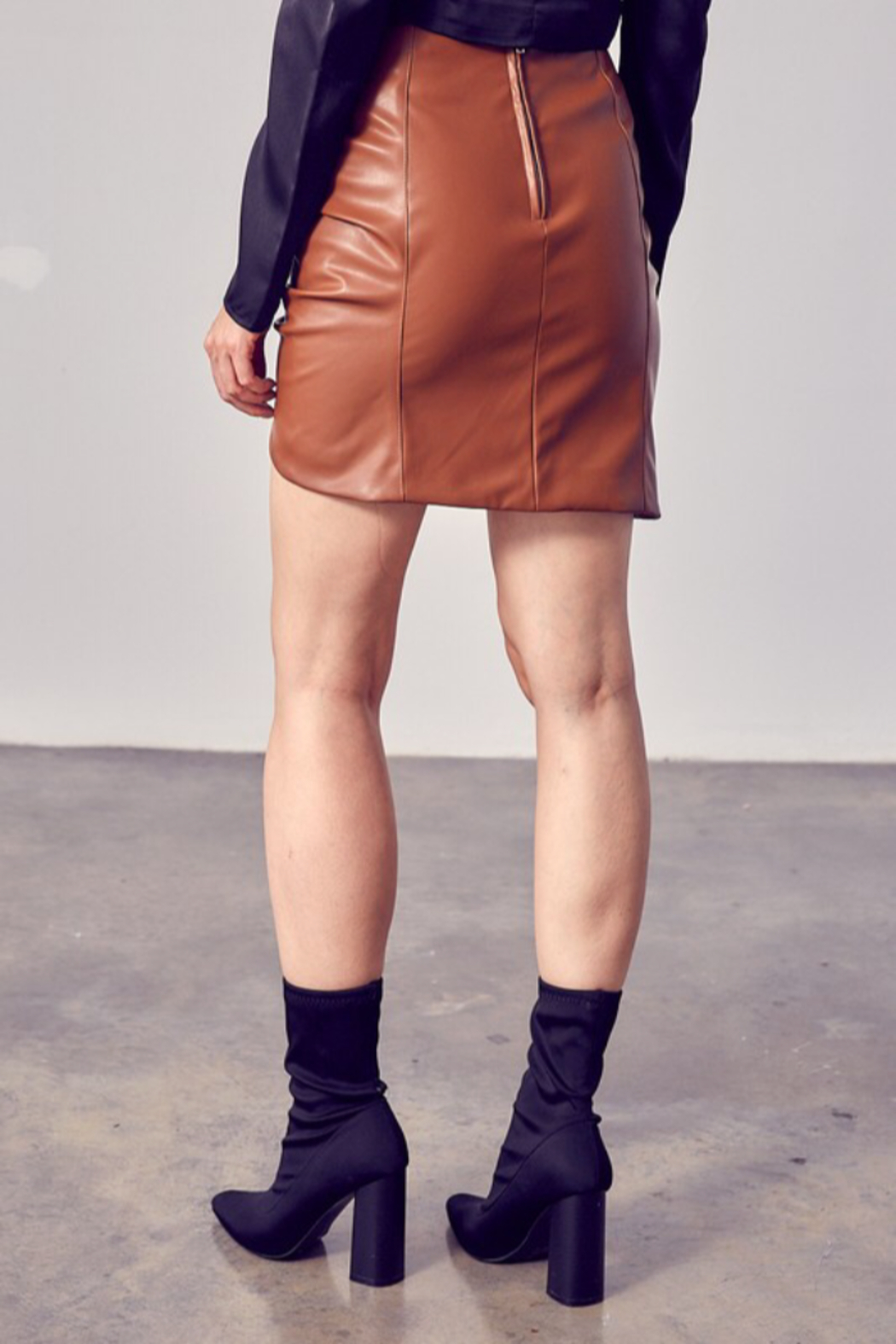 Do & Be RUCHED DETAIL PU SKIRT - Side Cropped Image