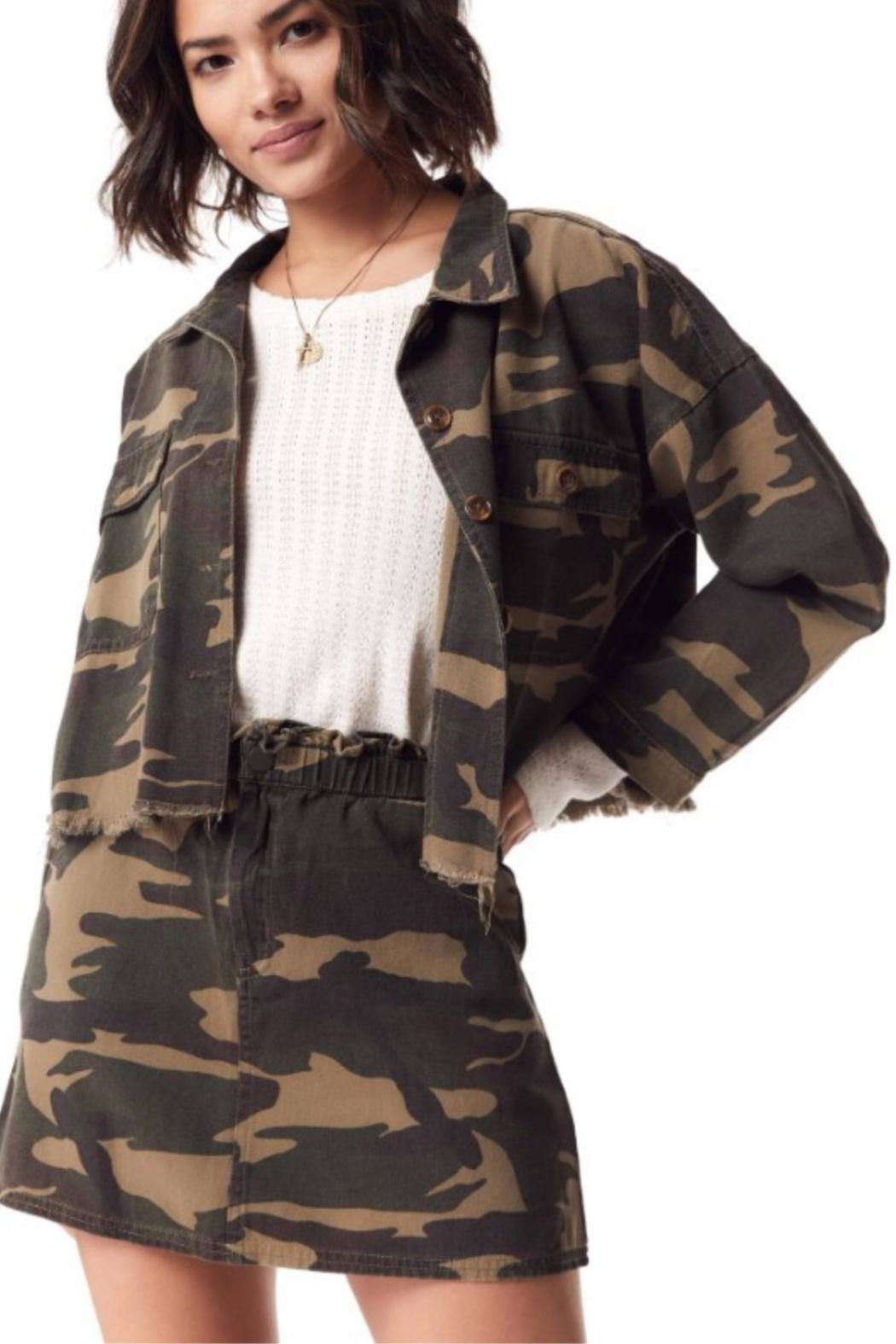 Sadie & Sage Catch-Me Camo Jacket - Side Cropped Image