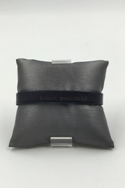 Sapphire Sky private label Black-Leather Mindfulness