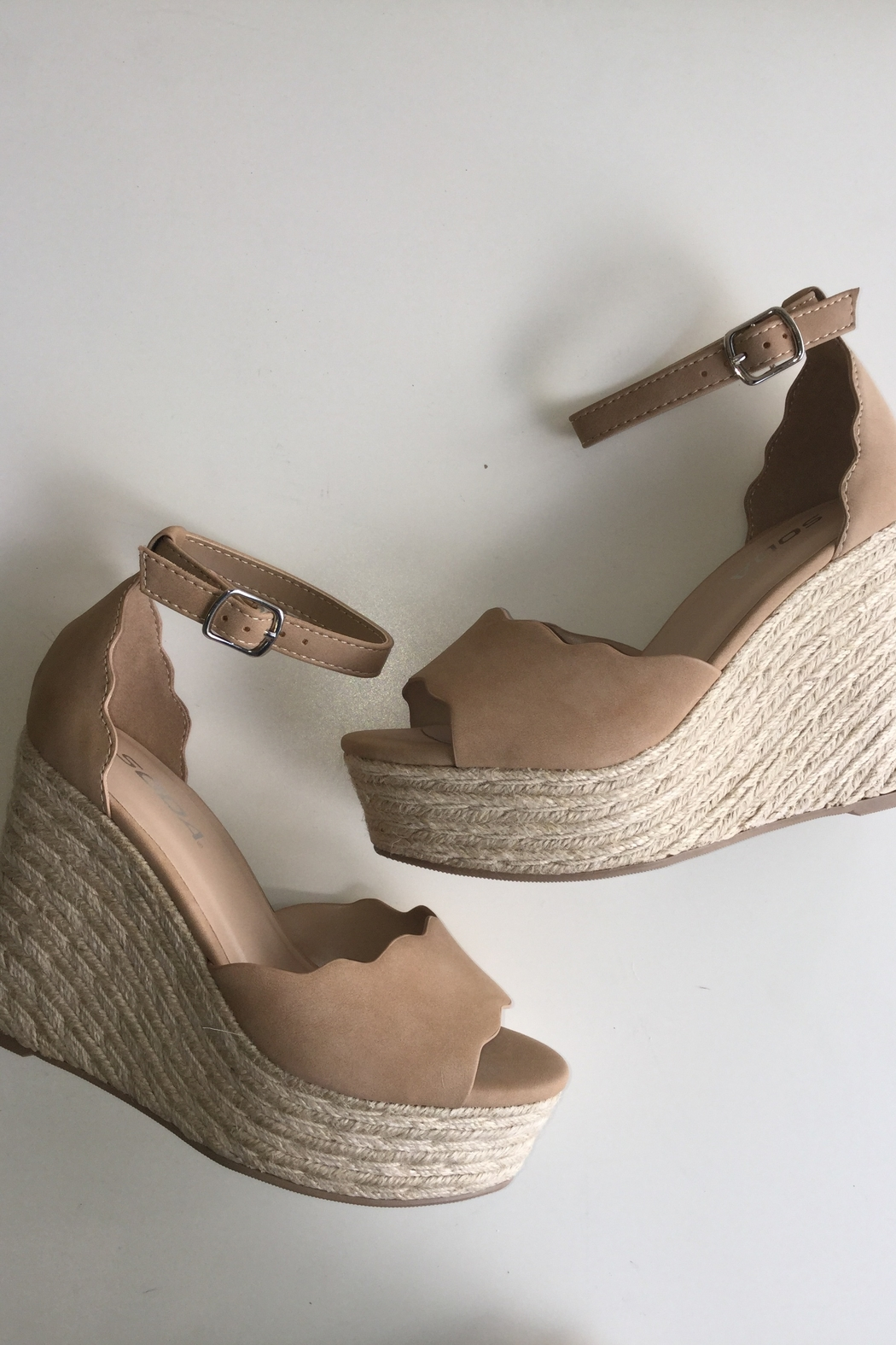 Soda Scalloped Detail Wedges - Front Cropped Image
