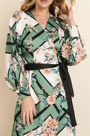 dress forum Scarf-Print Kimono Dress - Front cropped