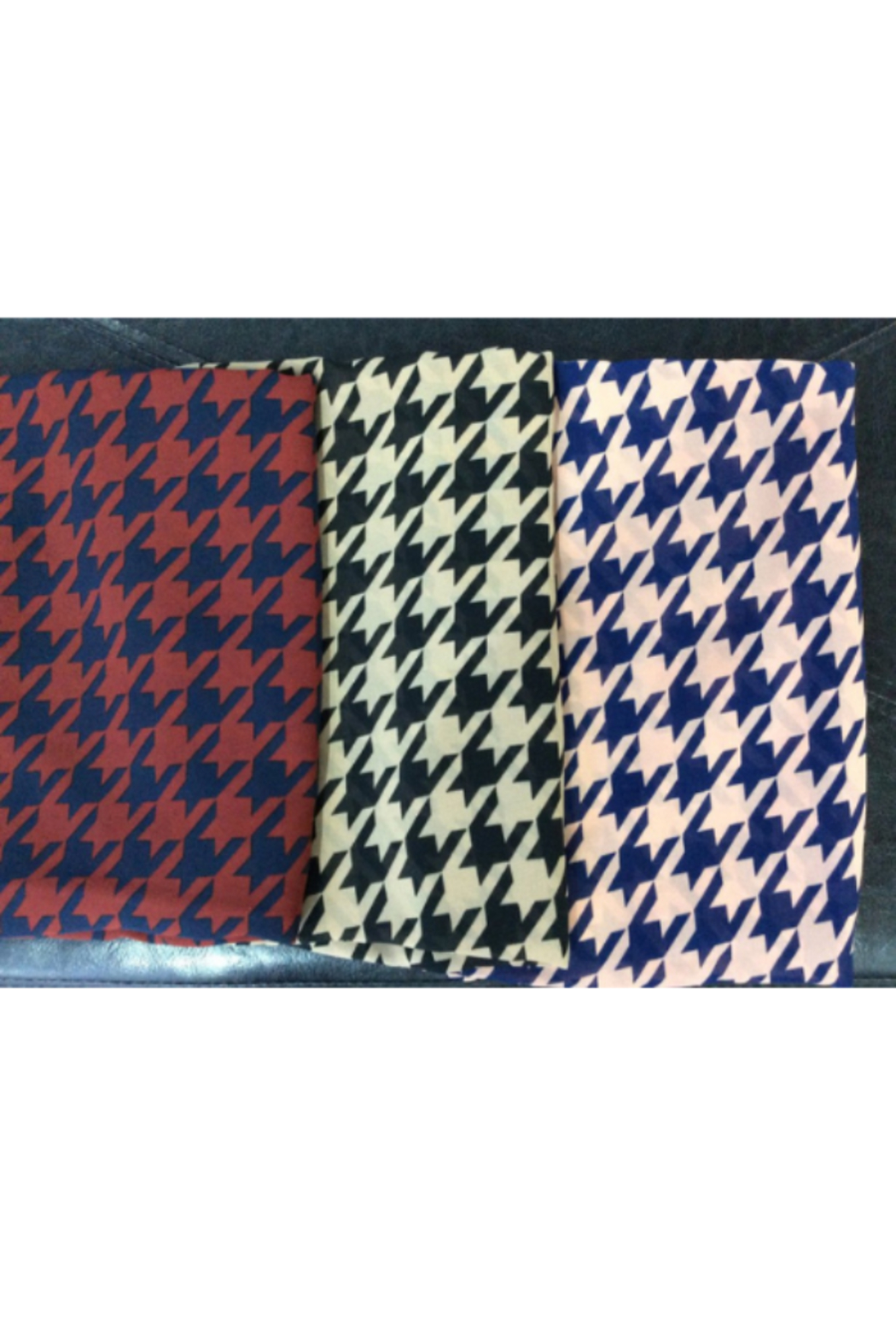 DiJore Scarf Round Houndstooth - Front Cropped Image