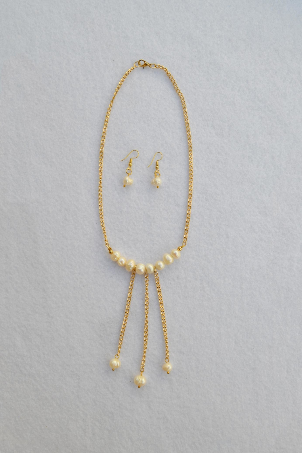 SD BOUTIQUE Freshwater Pearl Necklace And Earrings - Main Image