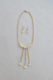 SD BOUTIQUE Freshwater Pearl Necklace And Earrings - Product Mini Image
