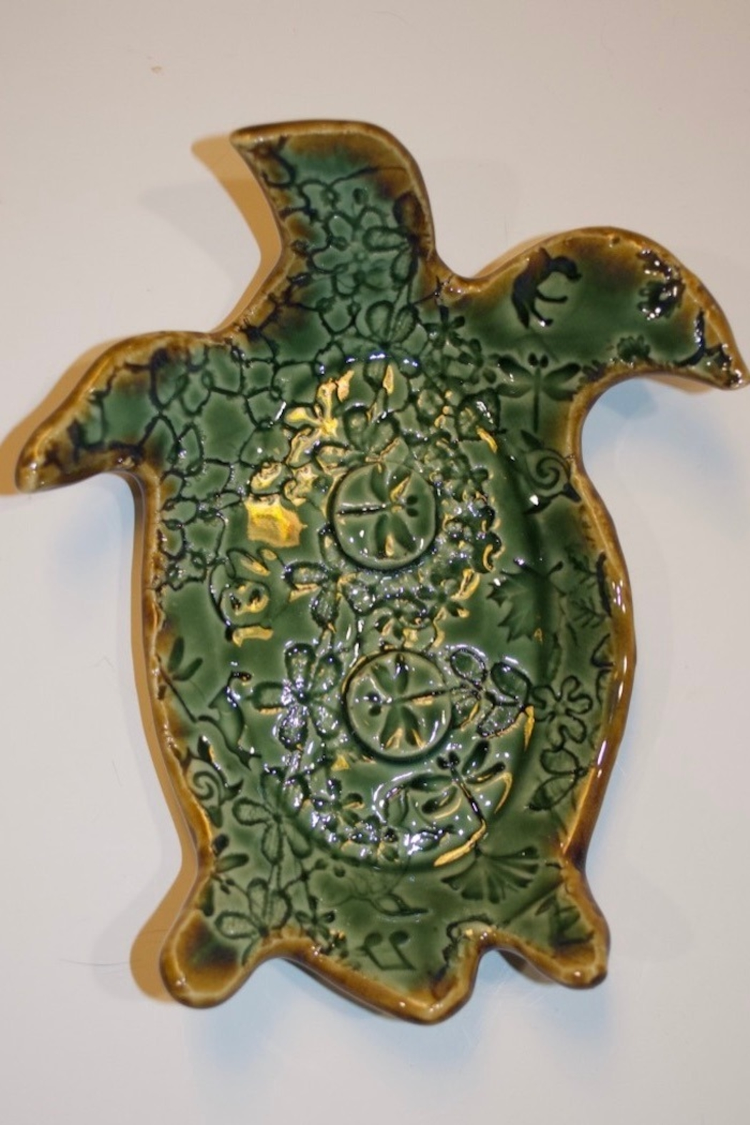 Iris Grundler Pottery Sea Turtle soap dish - Front Cropped Image