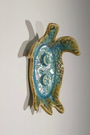 Iris Grundler Pottery Sea Turtle soap dish - Back cropped