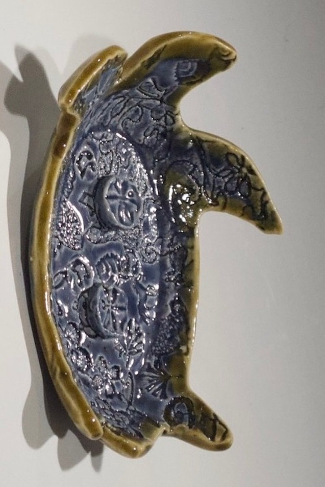 Iris Grundler Pottery Sea Turtle soap dish - Side Cropped Image