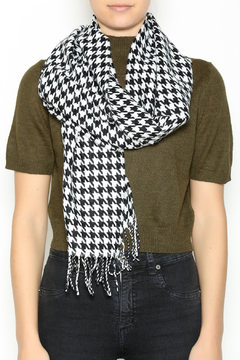Seattle Silver Houndstooth Cashmere Scarf - Alternate List Image