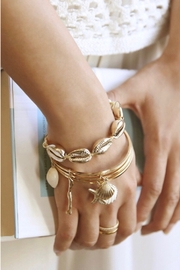 Ettika Seven Seas 18k Gold Plated Shell Bracelet - GOLD - Product Mini Image