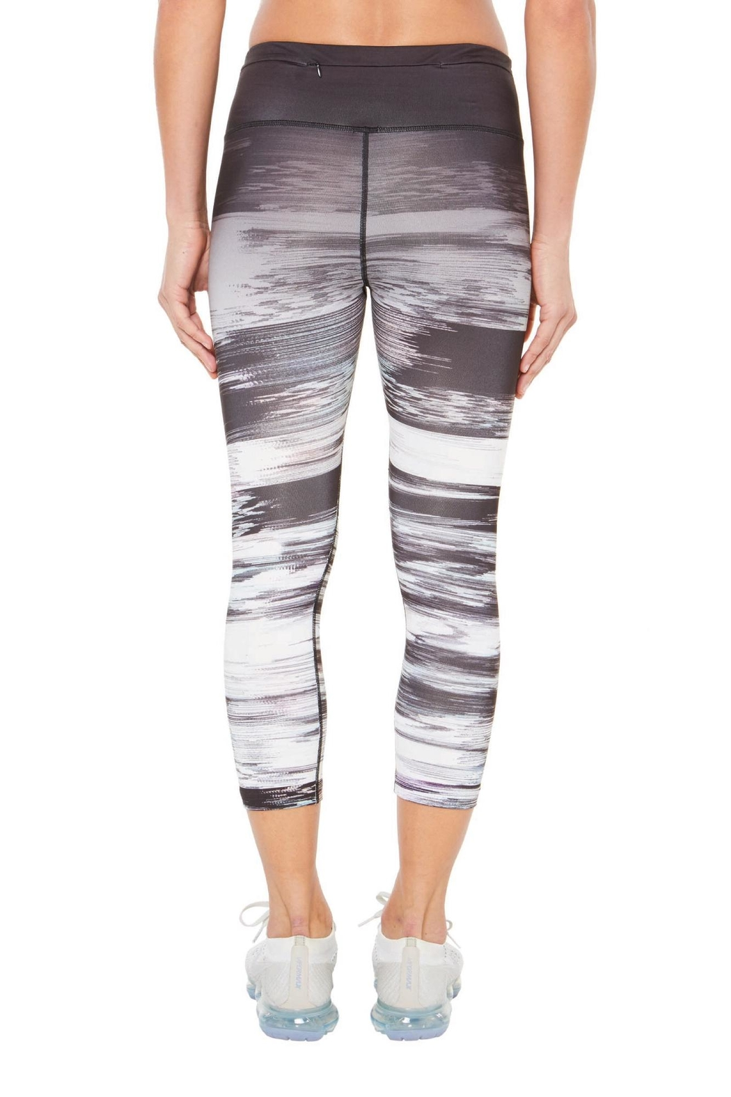SHAPE Activewear Ombre Capri - Side Cropped Image