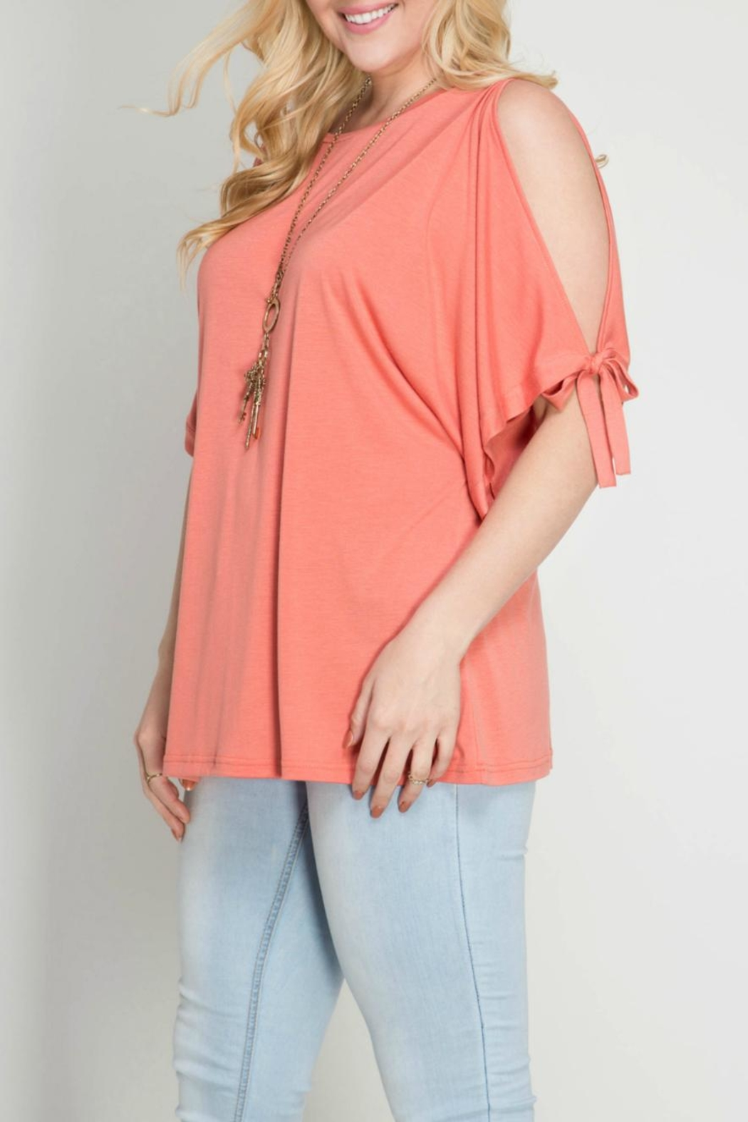 She + Sky Coral Open Shoulder Top - Side Cropped Image