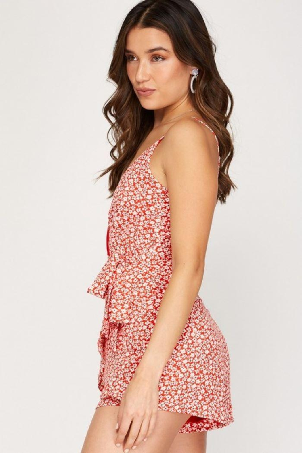 She + Sky Sleeveless Floral Print Romper - Side Cropped Image