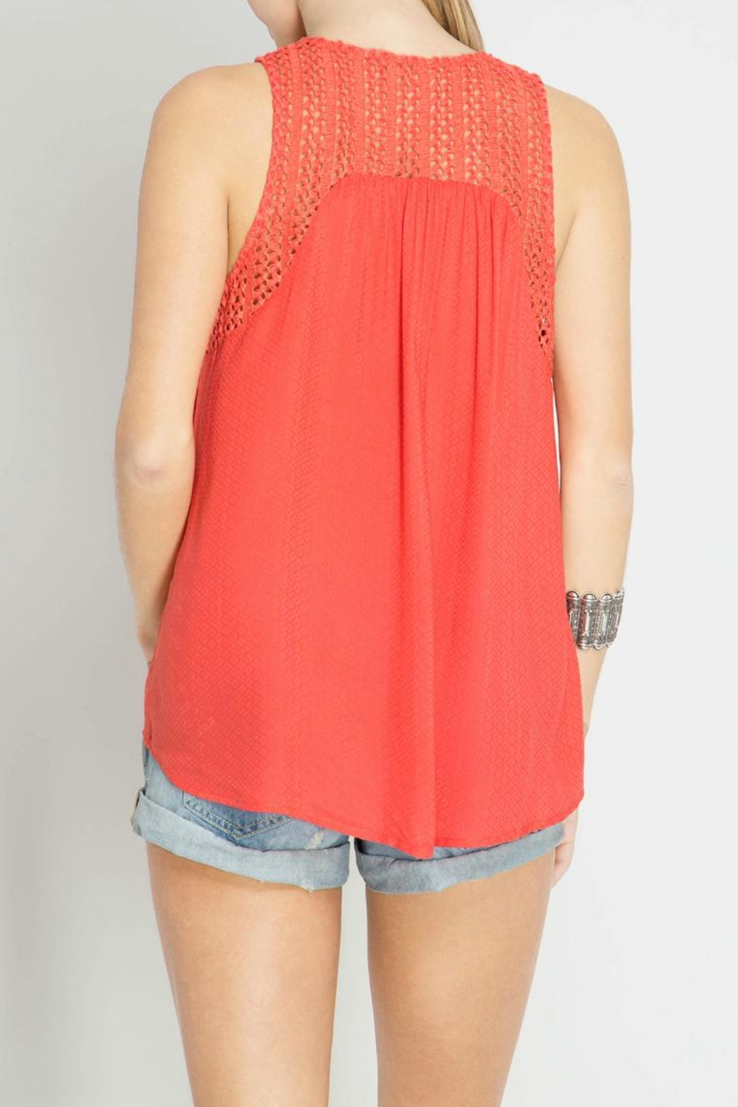She + Sky Sleeveless Textured Top - Side Cropped Image