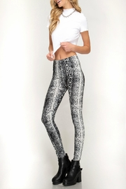 She + Sky Snake-Print High-Waisted Leggings - Side cropped