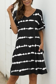 Lyn -Maree's Short Sleeve Everyday Tie Dye Dress - Front cropped