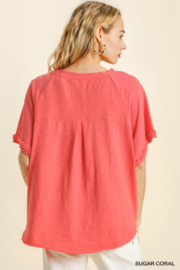 umgee  SHORT SLV LAYERED TOP W/ FRAYED HEM - Side cropped