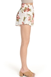 Show Me Your Mumu White Floral Shorts - Side cropped
