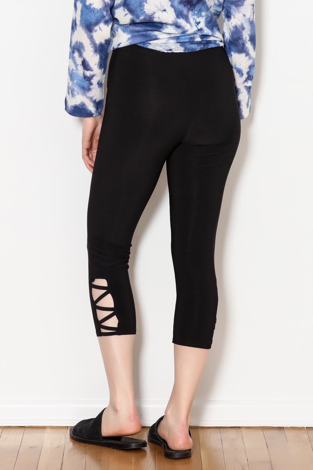 Bali Side Ankle Cut Out Capri - Side Cropped Image
