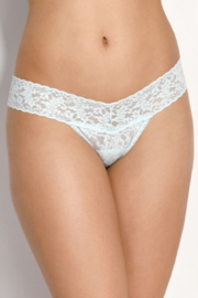 Hanky Panky Signature Lace Low Rise Thong - Front cropped