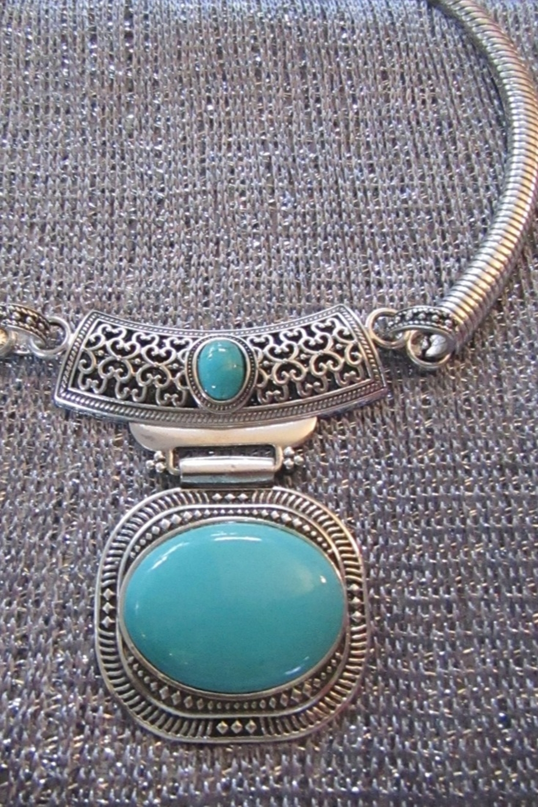 KIMBALS SILVER EMBOSSED METAL CHOKER - TURQUOISE STONE - Front Full Image