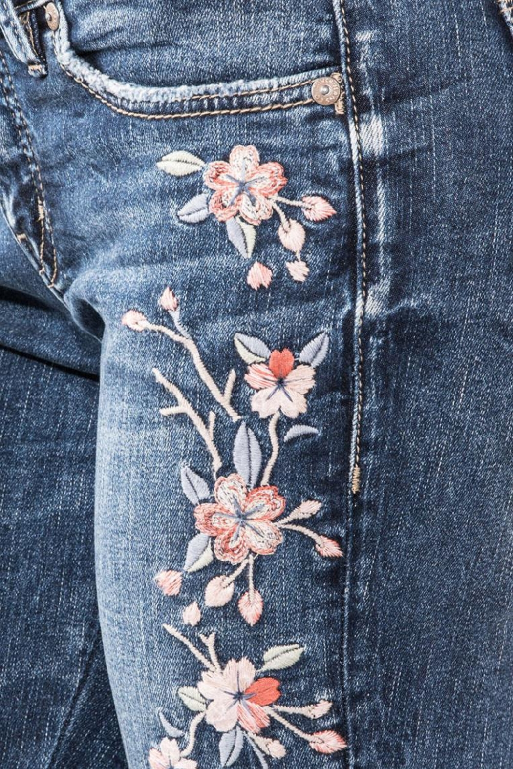 d4a9a3e5ca8 Silver Jeans Co. Elyse Embroidery Skinny from Kansas by Seirer s ...