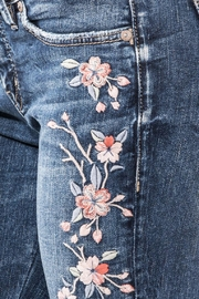 Silver Jeans Co. Elyse Embroidery Skinny - Back cropped