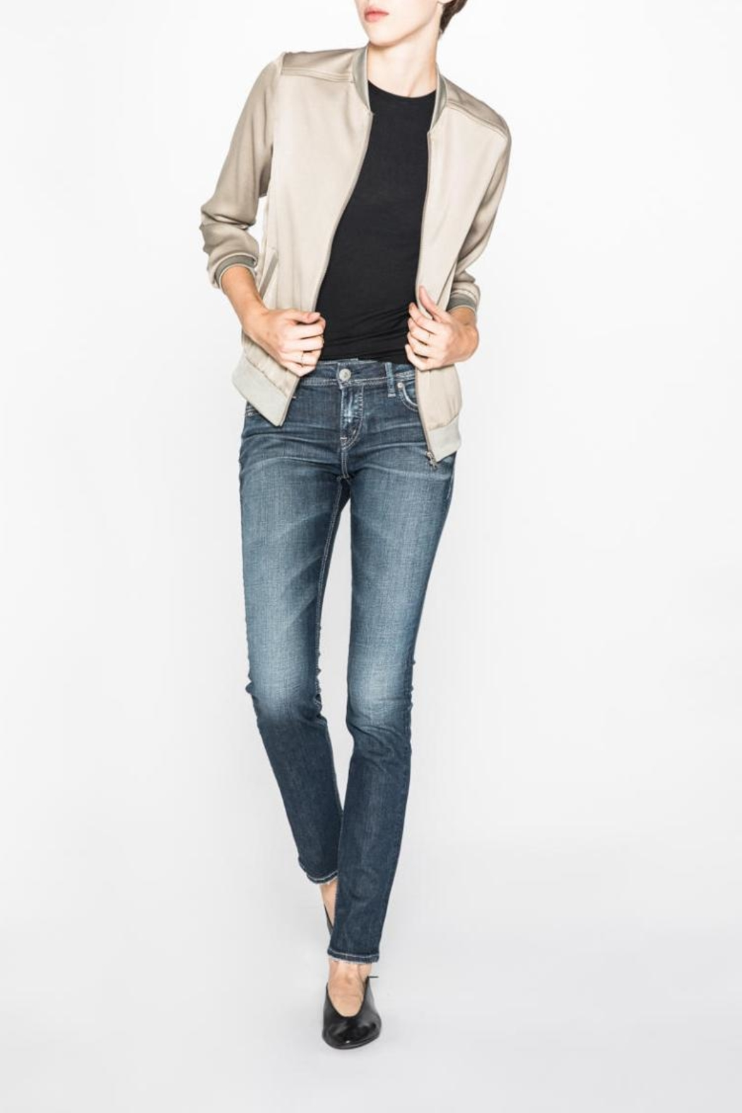 Silver Jeans Co. Eylse Eased-Curve Straight - Main Image
