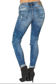 Silver Jeans Co. Girlfriend Super-Stretch Skinny - Front full body