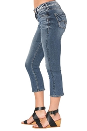Silver Jeans Co. Curvy Kick Crop - Front cropped
